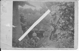 Soldats Allemands Du R.I.R212 Res.Div.45 Posant Armés Devant L'abri Flandern Steenstraat 1 Carte Photo 14-18 Ww1 Wk - Guerra, Militares