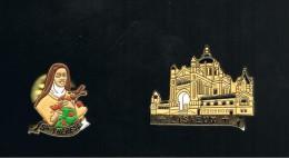 Lisiseux: Sainte Thérèse Et La Basilique   . 2 Pin's Doré à L'or Fin - Villes
