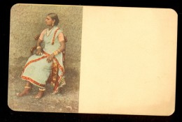 Woman - Ceylon ------ Postcard Not Traveled, But There Are Stamps And Cancel On The Back - Sri Lanka (Ceylon)