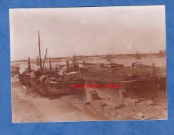Photo ancienne - Lieu � identifier - Belles p�niches - Bateau - P�niche Wilhelm Auguste � quai - d�but 1900