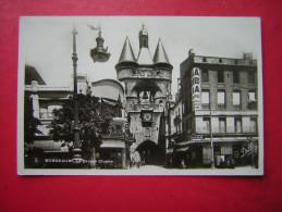 CPSM  33  Gironde  BORDEAUX  LA GROSSE CLOCHE     VOYAGEE 1942  TIMBRE - Bordeaux
