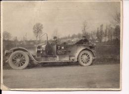 RARE Photographie Transport Militaire TM Lieutenant Commandant La 2758 Section N° 16131 Voiture Avec Gradé Militaire - 1914-18