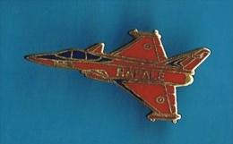 PIN´S //  . AVION DE CHASSE FRANCAIS * LE RAFALE * - Airplanes