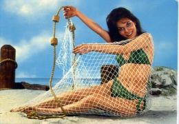 Donnina - Con Rete Da Pesca E  In Costume Da Bagno - 0.11 - Formato Grande Non Viaggiata - Donne