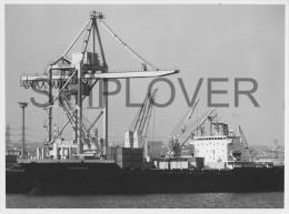cargo fran�ais ROCHEFORT en 1976 - tr�s grande photo originale du port autonome du Havre - bateau/ship/schiff