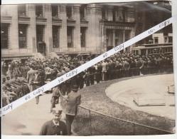 HSM TITANIC - clich� de presse des parents des passagers devant les bureaux de la white star line de NEW YORK