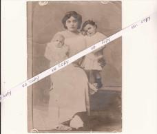 HSM TITANIC - clich� de presse - Mme NAVRATIL et ses deux enfants - rescap�s du naufrage