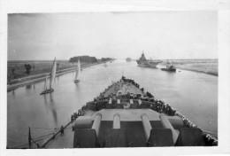 ancienne photo du cuirass� le Richelieu dans le canal de Suez