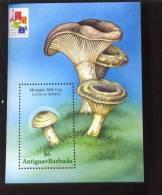 ANTIGUA & BARBUDA  2434 MINT NEVER HINGED SOUVENIR SHEET OF MUSHROOMS - Pilze