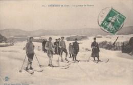 Bruyeres - Un Groupe De Skieurs - Scan Recto- Verso - Bruyeres