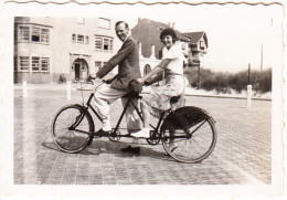 TANDEM BICYCLE - Happy Couple    - England - Auto's