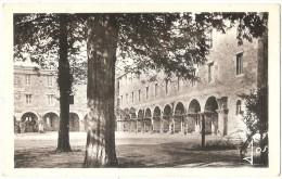 Dépt 29 - LESNEVEN - La Retraite - Cour Intérieure - (CPSM 9 X 14 Cm) - Lesneven