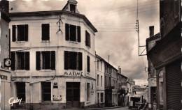 """¤¤  -    10  -  COULONGES-sur-L'AUTIZE   -  Hôtel """" MAXIME """" Et Rue De L'Epargne    -  ¤¤ - Coulonges-sur-l'Autize"""