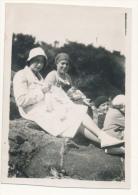 P61 - PAIMPOL - Femmes Tricottent Sur La Plage - 1931 Photo Ancienne - Personnes Anonymes