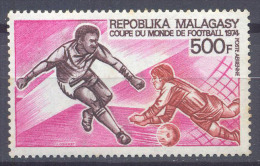 Madagascar Poste a�rienne YT n�133 Coupe du monde de football 1974 Allemagne neuf **