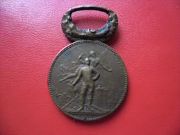 MEDAILLE Ancienne En Bronze DE POMPIER @ Union Amicale Des Sapeurs Pompiers D' Indre Et Loire (37) Dévouement - Courage - Pompiers