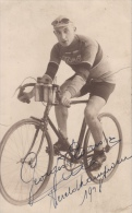 GEHANDTEKENDE FOTO VAN GEORGES RONSSE EERSTE WERELDKAMPIOEN OP DE BAAN 1928 FOTO L MEURIS ANTWERPEN