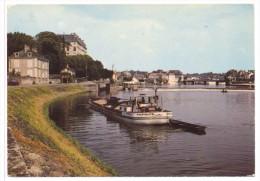 CP Sable Sur Sarthe La Sarthe Et Le Chateau Canal Peniche Pacifique - Sable Sur Sarthe