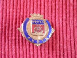 Broche épinglette émaillée 3  X 2.7 Cm , Années 60 , Souvenir De Paris - Obj. 'Souvenir De'