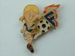 Pin´s FEDERATION FRANCAISE DE FOOTBALL - FEMME - Football