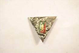 Insigne 2 REP 2e R.E.P. DRAGO embouti / pastille, dos guilloch�. R�giment �tranger parachutiste, L�gion Etrang�re.