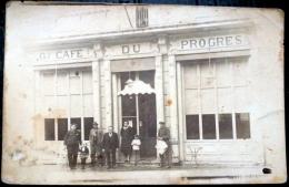 GRAND CAFE DU PROGRES CARTE PHOTO NON IDENTIFIEE VOIR PHOTO DU DOS - Photos