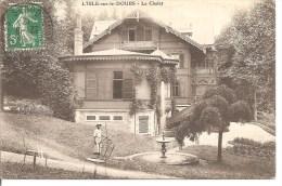 L'ISLE Sur Le DOUBS ( 25 ) - Le Chalet - Jardinier Au Premier Plan - Isle Sur Le Doubs