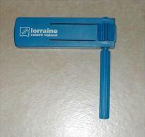 Cr�celles Lorraine Conseil G�n�ral en plastique bleu