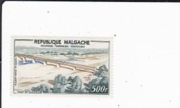 MADAGASCAR : pont de Mandrar�  : Y&T  : * * : 83 PA