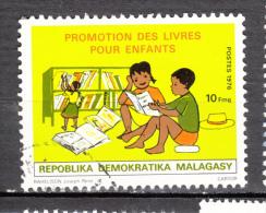##5, Madagascar, malagasy, livre, book, �ducation, literacy, lecture, reading, enfant, children, chapeau, hat