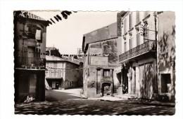 GRANS (Bouches Du Rhône) - CPSM - Place Jean Jaurès - Postée De Grans En 1956 - Autres Communes