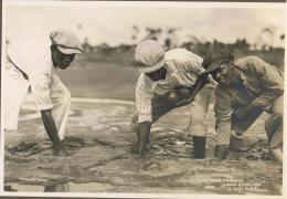 3951. Trinidad - La Brea Pitch Lake - A Soft Patch - Real Photo - Anonieme Personen