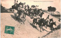 CHEVAL ... HORSE ... DOLE .... DESCENTE D UN FOSSE PROFOND PAR LA CAVALERIE - Chevaux