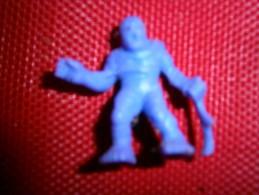ANCIENNE FIGURINE MONOCHROME  MEG NBR  N 5 - Figurines