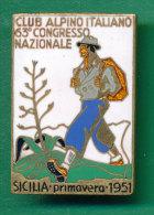 SICILIA MEDAGLIA DISTINTIVO CON SMALTI CLUB ALPINO ITALIANO 1951 - Italy