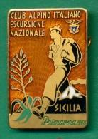 SICILIA MEDAGLIA DISTINTIVO CON SMALTI CLUB ALPINO ITALIANO 1968 - Italy