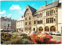 Orléans: 2x RENAULT 4 & 2x RENAULT 5 - 'Auto-Ecole' Neon - La Maison De Jeanne D'Arc, Rue Du Tabour - France - Toerisme