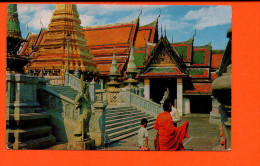 BANGKOK - Inside The Grounds Of Wat Phra Keo (pli Milieu) - Thaïlande