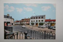 03 : Dompierre Sur Besbre - La Place ( Commerces , Voitures ) - France