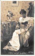 [DC5953] CARTOLINA - IL BEBE APPREND SA PRIERE - Viaggiata - Old Postcard - Gruppi Di Bambini & Famiglie