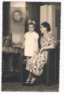 Photo montage studio surr�alisme Une femme et sa fille pensent � un soldat en m�daillon - photo carte Studio Van Sull