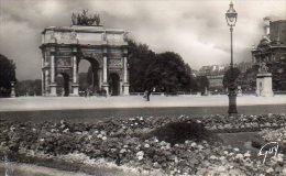 CPSM PARIS - PLACE ET ARC DE TRIOMPHE DU CARROUSEL - Places, Squares