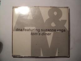 CD 4 TITRES DNA FEATURING SUZANNE VEGA. 1987. TOM S DINER ARTISTES CREDITES TELS STEVE ADDABBO / LENNY KAYE - Disco, Pop