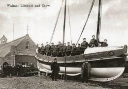 Postcard - Walmer Lifeboat, Lifeboat Station & Crew, Kent. RSP16532 - Barche