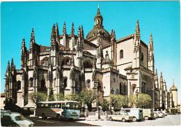 Segovia:  SIMCA 1000, RENAULT DAUPHINE, AUTOBUS/COACH, 2x EBRO VAN - Catedral -  Espana/Spain - Toerisme
