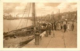 62 / CPA A - Boulogne Sur Mer - Le Port Et Les Quais - Boulogne Sur Mer