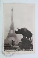 Old Postcard France, Paris - Tour Eiffel & Rhinoceros/ Rhino - Posted 1930 - Tour Eiffel