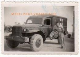 Photo Soldat Devant  Ambulance Militaire  Croix Rouge-Souvenir De L´ Hôpital Militaire   Gabès Sud Tunisien 1947 - - War, Military