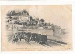 Mont Saint Michel Arrivée Du Train Sur La Digue Cpa Bon état - Le Mont Saint Michel