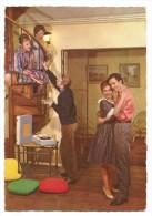 CP - GROUPE DE JEUNES GENS - TOURNE-DISQUES- COUSSINS - ANNEES 1960-1970  - EDIT. JC - Santa Caterina